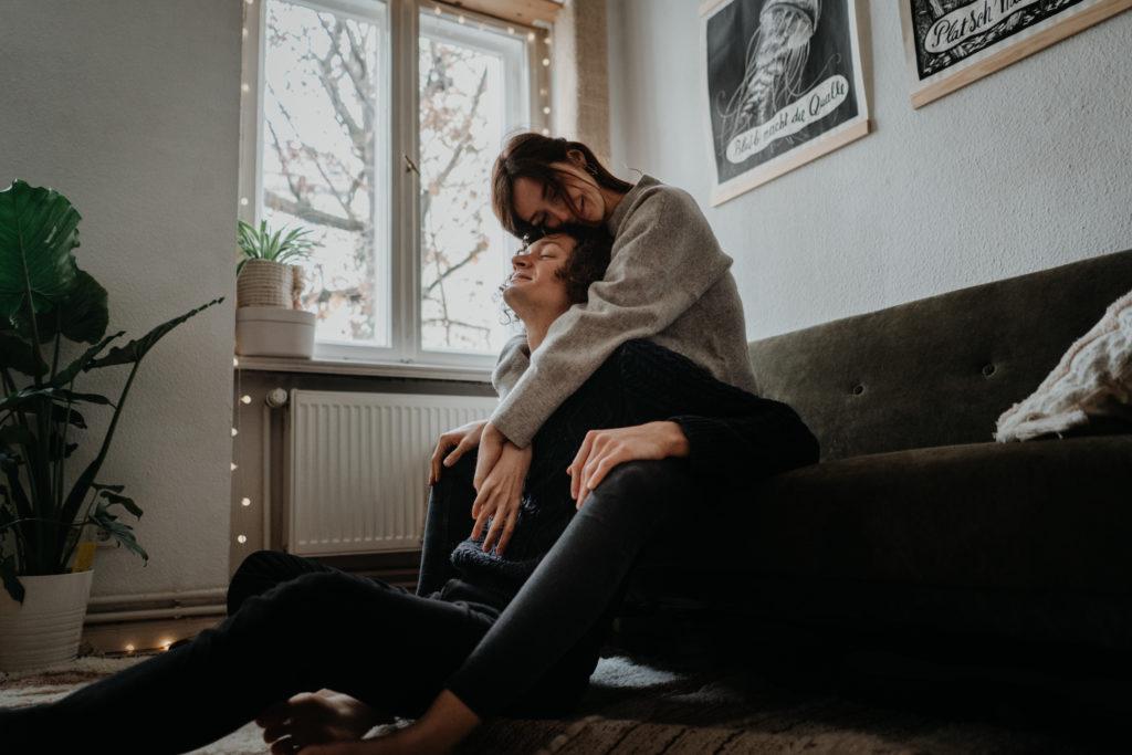 Couple Homestory Berlin Engagement Fotos
